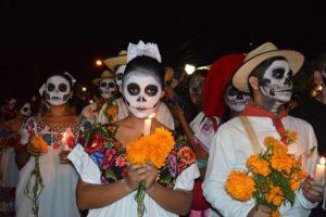 fête des morts au mexique, squelettes et fanfare